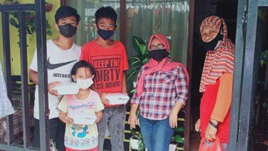 Photo of Jumat Berkah, Safaruddin Bagikan Makanan untuk Wong Cilik Terdampak Pandemi