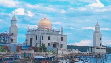 Photo of Masjid Terapung Selambai Disenggol Kapal, Faisal Minta Pemkot Pasang Pengaman