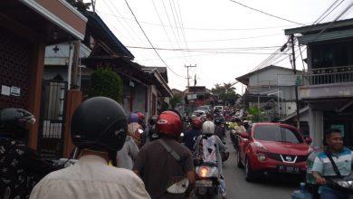 Photo of Kemacetan di Jalur Alternatif Hindari Banjir, Warga : Cukup Merugikan